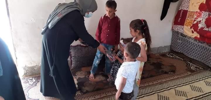 توزيع هدايا لأطفال الشهداء في ريف دير الزور الغربي