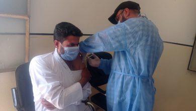 تطعيم الكوادر الصحية بالجرعة الأولى من لقاح كورونا شرق دير الزور